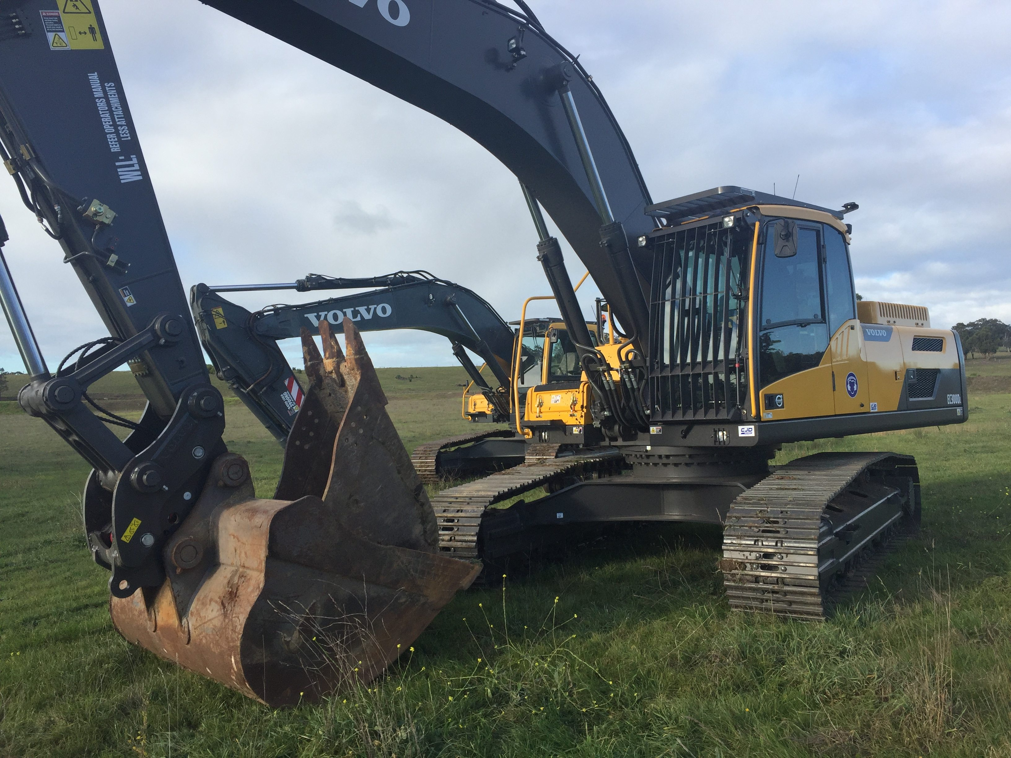 current equipment ht available spares our excavator volvo earthmoving browse dismantled machines hand second parts construction backhoe for